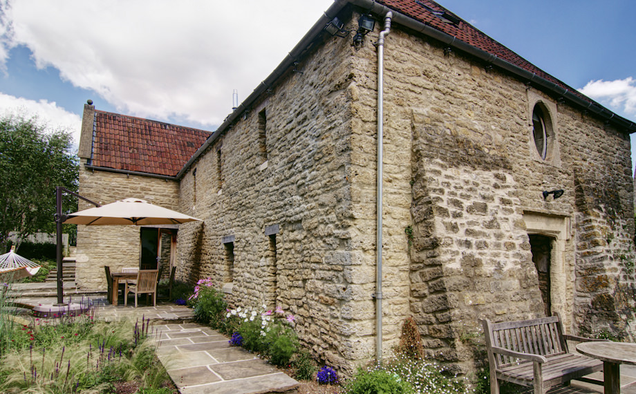 CaSA-Manor Barn-Bath-rubble stone-TGP-28-LAND.JPG